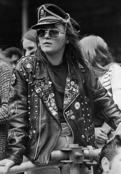 Sunglasses years sixties + seventies • Occhiali da sole e personaggi stile anni 60 70