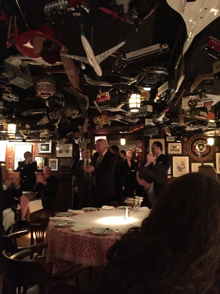STANDING OVATION for Donald Trump on New York Night Out (Except from sulking reporters)  Kristinn Taylor Nov 15th, 2016