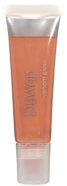GLOSSYBOC FEBRUARI 2012 DUWOP VENOM GLOSS: De gloss geeft de lippen een prachtige kleur met glans en een speciale Venom tinteling! De Venom Gloss zorgt voor volle, zachte en gehydrateerde lippen. Het product bevat een mix van kruidige ingrediënten; zoals kaneel, wintergroen en gember met verzorgende ingrediënten als jojoba-, avocado- en zonnebloemolie. De toegevoegde bijenwas zorgt voor bescherming en groene thee voor een kalmerend effect.