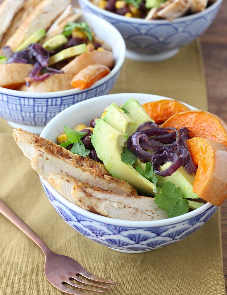 Ik maakte een heerlijk kommetje met geroosterde groenten, kruidige kip, bonen en zilvervliesrijst en bracht dit op smaak met de fantastische kruidenmix Hoer op de grill van Green Gypsy Spices. Die is, na onze eigen Winter wonder blend natuurlijk, mijn favoriete mengsel van de kruidige dames!     http://www.francescakookt.nl/kommetje-geroosterde-groenten-en-kruidige-kip/