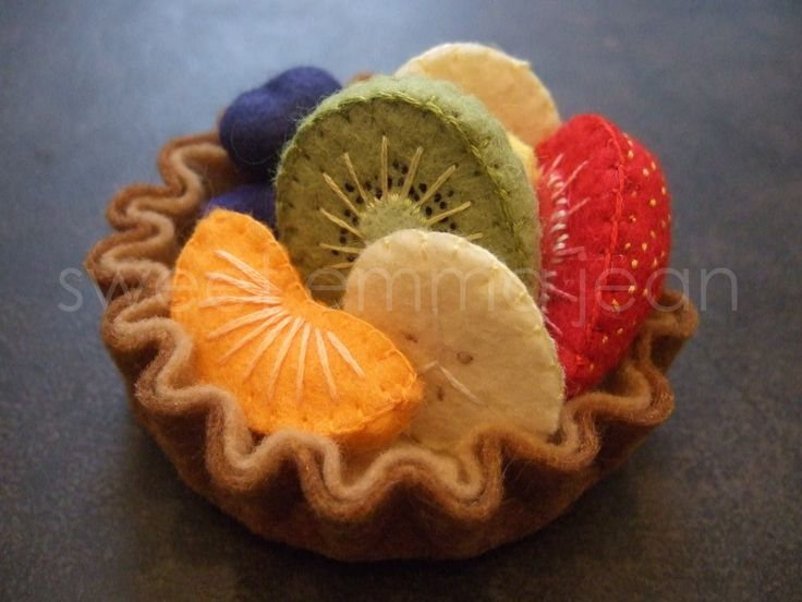 Felt Play Food Pattern - Fruit Salad and Fresh Fruit Tart PDF - DIY Felt Food. $6.99, via Etsy. Just beautiful!