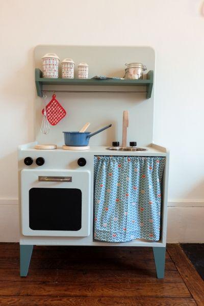 Cuisine pour enfant - Atelier Monsieur Madame - Atelier d'ébénisterie à paris Spécialisé dans les anées 50 à 70. Restauration de mobilier vintage et création sur mesure dans un esprit rétro.