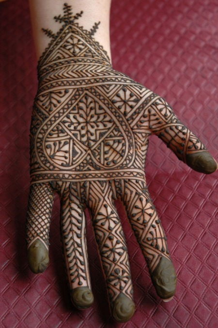 Moroccan henna...ive pinned this before but its one of my top favorite Moroccans....had to get it on my Moroccan mehndi board
