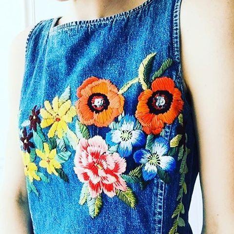 Borduren op kleding is hip, en wij zijn fan! Meer inspiratie link in bio #embroideryart #borduren #knipmode #creatief #handgemaakt #isew #naaien #flowerslover