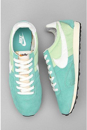 I love these vintage inspired nike shoes!