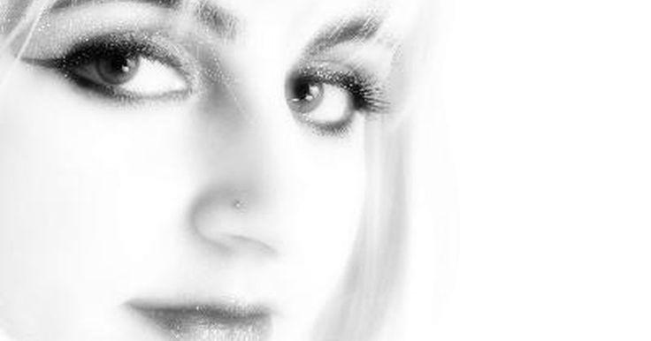 O que é opacificação total do seio maxilar. O seio maxilar é a cavidade que fica atrás das bochechas, muito perto do nariz. Quando é feita uma tomografia computadorizada (TC) da cabeça, os seios devem aparecer na cor preta, uma vez que são cavidades. Quando essa área mostra-se branca ou cinza, isso é chamado de opacificação do seio ou seio opaco.