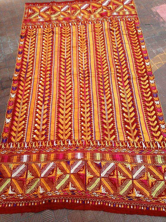 Phulkari, Antico tessuto indiano, motivo geometrico, ricamato a mano, in seta, disegno unico, molto colorato, ottime condizioni vintage
