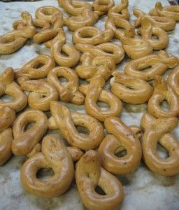 Italian taralli with black pepper and fennel