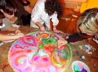 Creare in girotondo: pittura di gruppo.  arteamorefantasia.blogspot.com