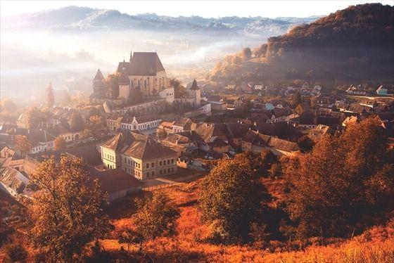 【癒やし画像】幻想的なまでに美しいドラキュラ伯爵の故郷 これは行ってみたい・・・