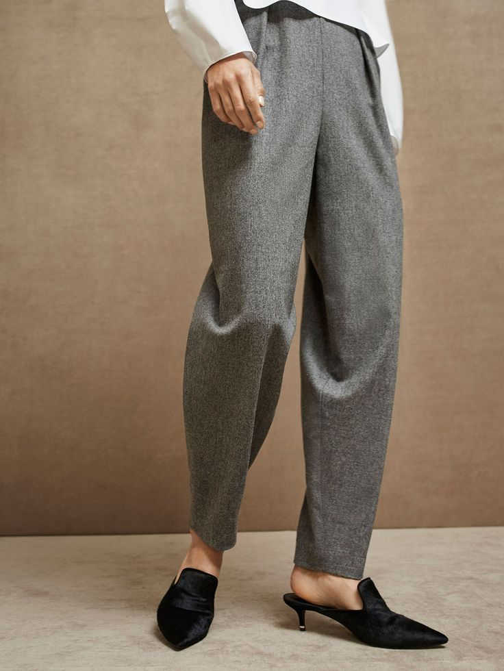 Spring Summer 2017 Women´s SLIM FIT WOOL TROUSERS WITH DARTS DETAIL at Massimo Dutti for 499. Effortless elegance!