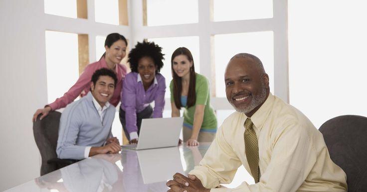 """¿Qué es el capital humano en una organización?. Según el Premio Nobel y economista de la Universidad de Chicago Gary S. Becker, """"El mejor recurso en cualquier empresa es su gente. Las mejores empresas serán los que gestionan el capital humano de la manera más eficaz y eficiente"""". El capital humano es el valor económico que los trabajadores dan a una organización. El valor es determinado por el ..."""