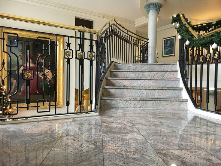 """Es geht aufwärts Treppenhaus Foyer """"Großer Gasthof"""", Ballenstedt"""