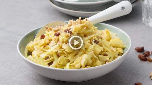 In Engeland is Coleslaw een echte favoriet. Daar wordt de witte kool vaak gecombineerd met worteltjes. In dit receptje hebben we deze vervangen door ...