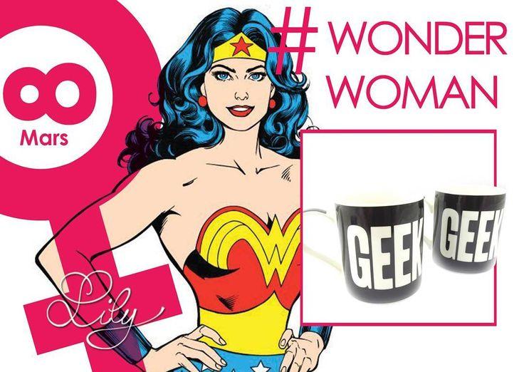 """Wonder Woman est la super-heroïne de BD de William Moulton Marston dans """"All Star Comics"""". Elle fut à l'époque, l'une des premières super-heroïne et est encore aujourd'hui la plus célèbre. Elle est belle, intelligente, forte, mais garde néanmoins un côté doux.  #femme #8mars #bd #comics #force #justice #superhero #girlpower #geek #culture #icone #amour #love #mugs #lestresorsdelily  Produits disponibles chez: www.lestresorsdelily.com"""