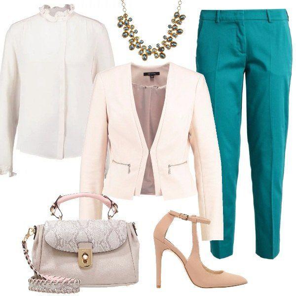 Bellissimo+look+da+indossare+al+lavoro,+con+pantaloni+giada,+7/8,+con+gamba+stretta,+camicia+white+con+colletto+alla+coreana,+blazer+powder+con+scollo+a+V+profondo+che+ci+permette+di+dare+risalto+alla+splendida+collana+con+pietre+di+colore+verde.+Completiamo+il+tutto+con+borsa+a+mano+taupe+e+décolleté+taupe/beige.