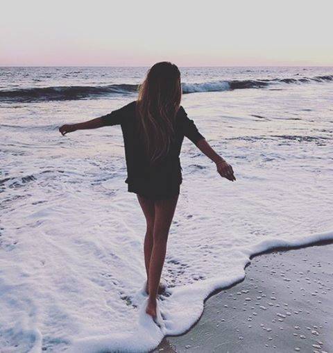 girl, summer, and beach imageの画像
