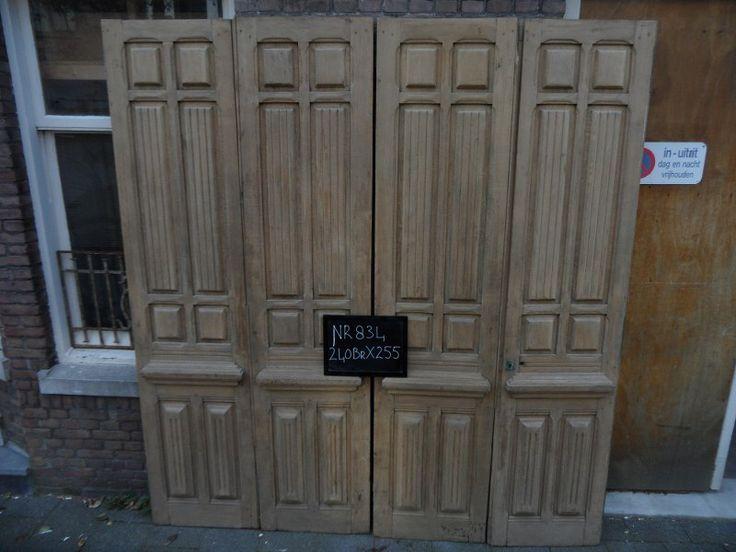 Grote voorraad oude paneeldeuren glas in lood deuren schouwen kamer ensuite's Bij ons in Den Haag  www.mammoetoudebouwmaterialen.nl