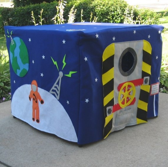 felt card table playhouse - if we didn't have a play tent, I would totally try to make something like this