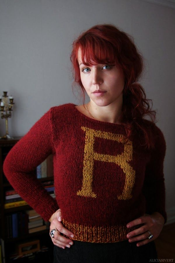 Weasley is our king! I love love love the waistband with the two colors! I would do it on the sleeves too!
