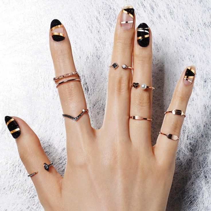 lovcat bijoux: a korean higher-end jewelry line. i don't think they ship internationally. sad face. and nail art by unistella, a new obsession of mine.