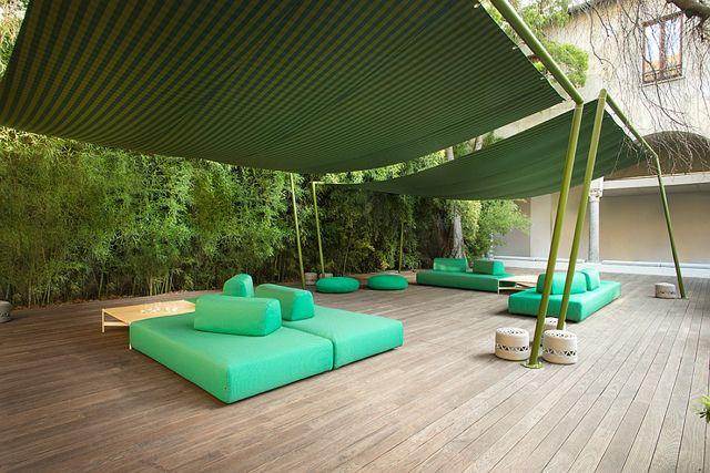 Décor de luxe de patio en couleur d'été