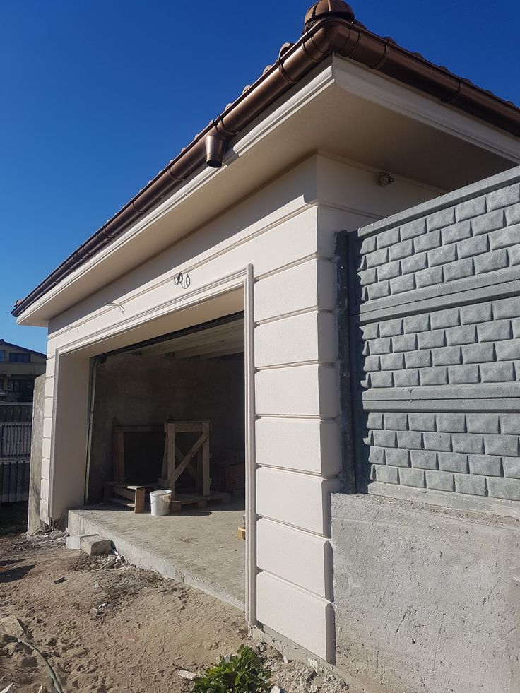 Intrare garaj cu panouri decorative si ancadrament CoArtCo