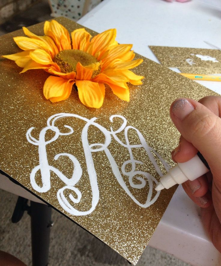 Classy and Curly: Graduation Cap Decorations!