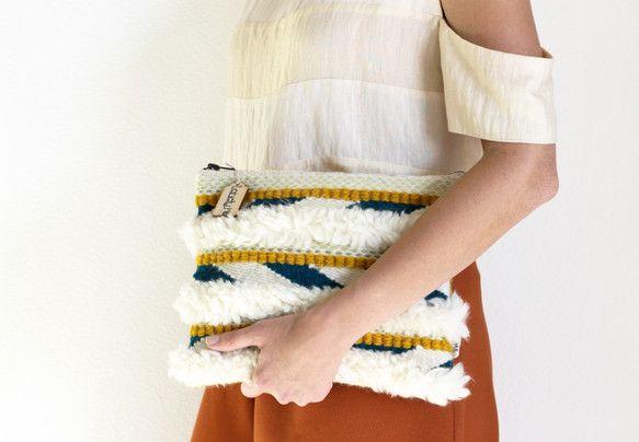 手織りクラッチバッグ