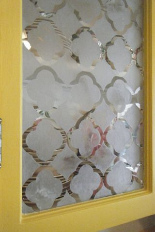 etched glass pattern. would be cool on a window or front door