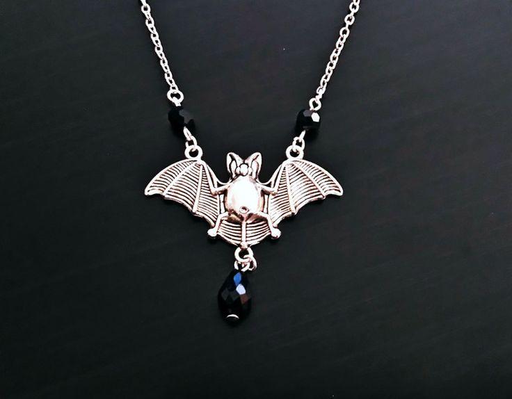 Gothic-Schmuck - Silberne Fledermaus Halskette - ein Designerstück von Nesherim bei DaWanda