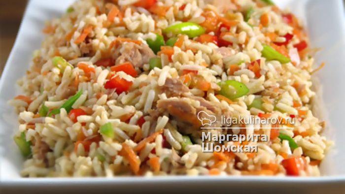 Мясной салат с рисом и апельсином