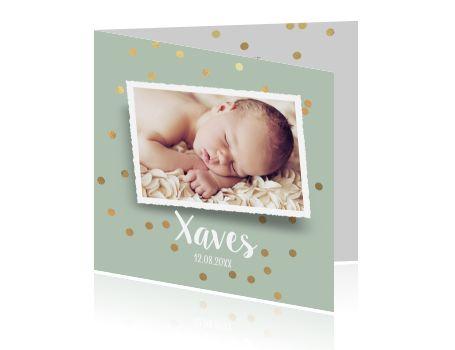 Hip geboortekaartje voor een pasgeboren baby met mint groene achtergrond, gouden confetti en eigen foto. Mooi geboortekaartje van Luckz.