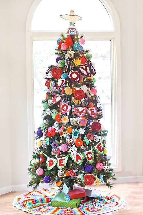 Crochet Decorated Christmas Tree - Skip to My Lou