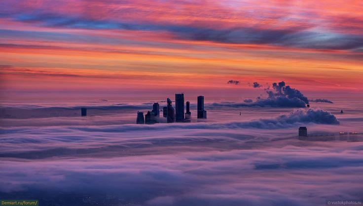 Фотографии Москвы, утопающей в тумане, с высоты