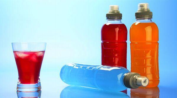 Se qualche volta fai un allenamento più pesante, puoi creare la tua bevanda energetica. È facile e veloce da preparare e naturalmente rinfrescante. Ecco come.