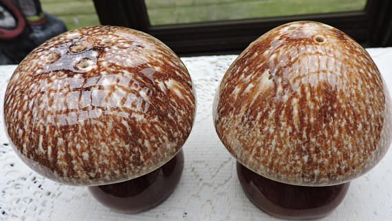 Vintage Pottery Mushroom Salt & Pepper Shakers Hull Brown Drip