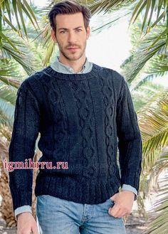 Темно-синий мужской пуловер с косами. Вязание спицами