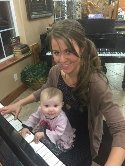 We have a new piano player Meredith. Jana is a great teacher! Source - Duggar Family Official Facebook