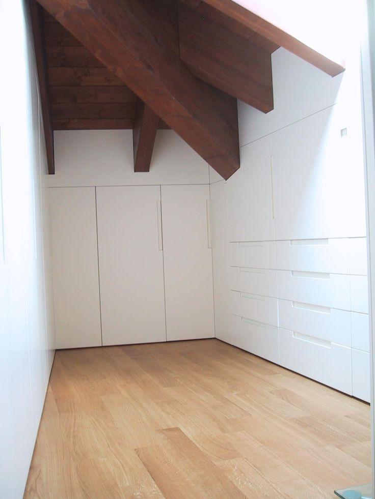 Oltre 25 fantastiche idee su pareti divisorie casa ikea su - Armadi per mansarde ikea ...