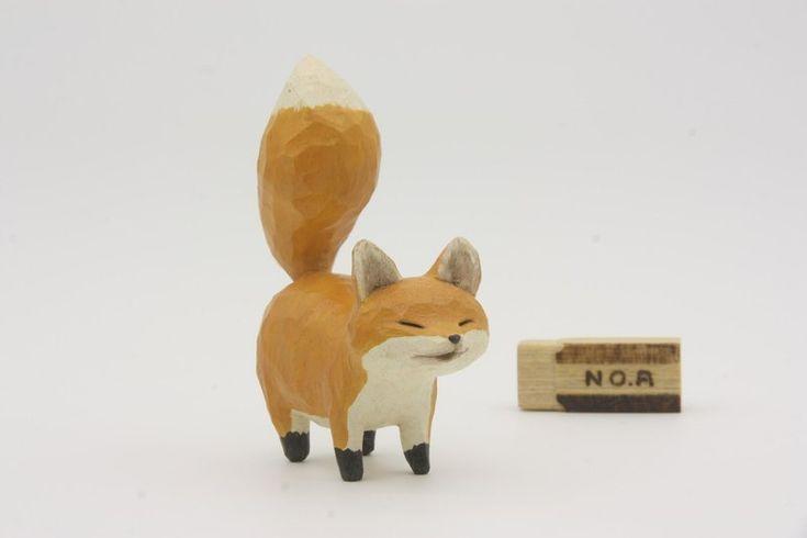 小狐狸_黃色  長寬高尺寸約 85 x 35 x 90 mm (旁邊的小木塊為知名品牌橡皮擦比例尺,不包含販售)  材料: 適合製作居家裝飾雕刻線板的非洲白木。…