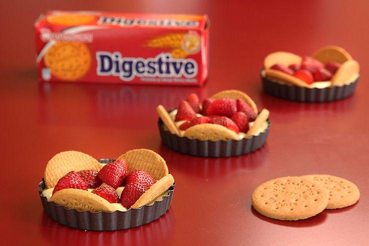 """Τάρτα Φράουλας με """"Digestive"""" ΠΑΠΑΔΟΠΟΥΛΟΥ"""