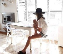 Inspiring image beautiful, casual, hair, hat, interior #4453302 by Tschissl…