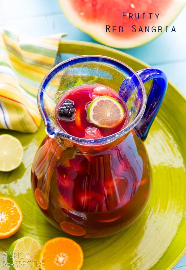 vin rouge, liqueur d'orange sanguine, rhum, jus d'orange, jus de cerise, sirop de sucre, citron vert, melon, framboises, mûres.