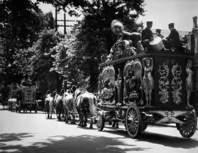 What Is the Bandwagon Effect?Ready to jump on the bandwagon - H. Armstrong Roberts/ClassicStock / Archive Photos / Getty Images