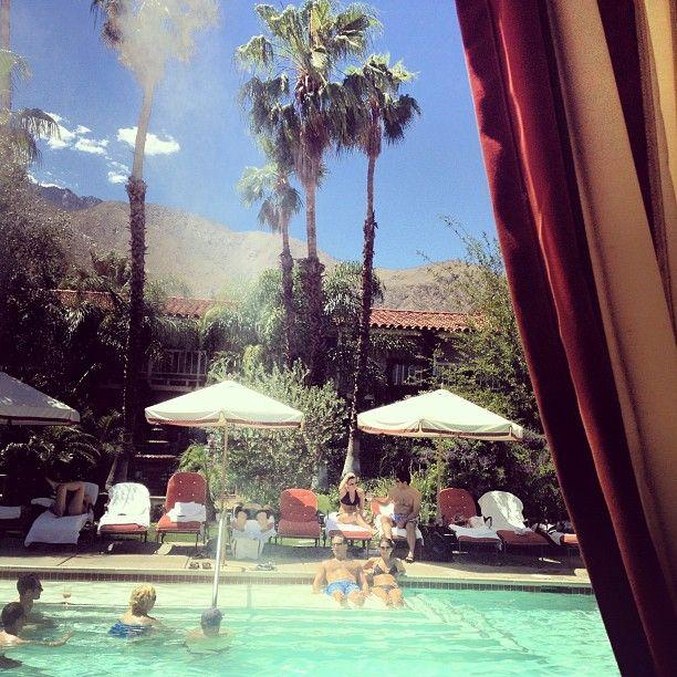 Piscina Jose Garces Of Retro Lounging Desert Style Palm Springs Ca Impulso