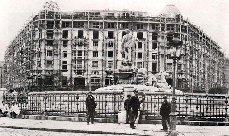 Construcción del Hotel Palace de Madrid, 1912. Se construyó en 18 meses por iniciativa del Rey Alfonso XIII, con la idea de dotar a Madrid de un hotel digno de la ciudad  - Portal Fuenterrebollo