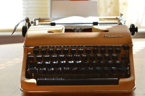.: Old Schools, Schools Class, Keys, Typewriters Photos, Vintage Typewriters, Werk Typewriters, Keynote Address, Saturday Morning, Male