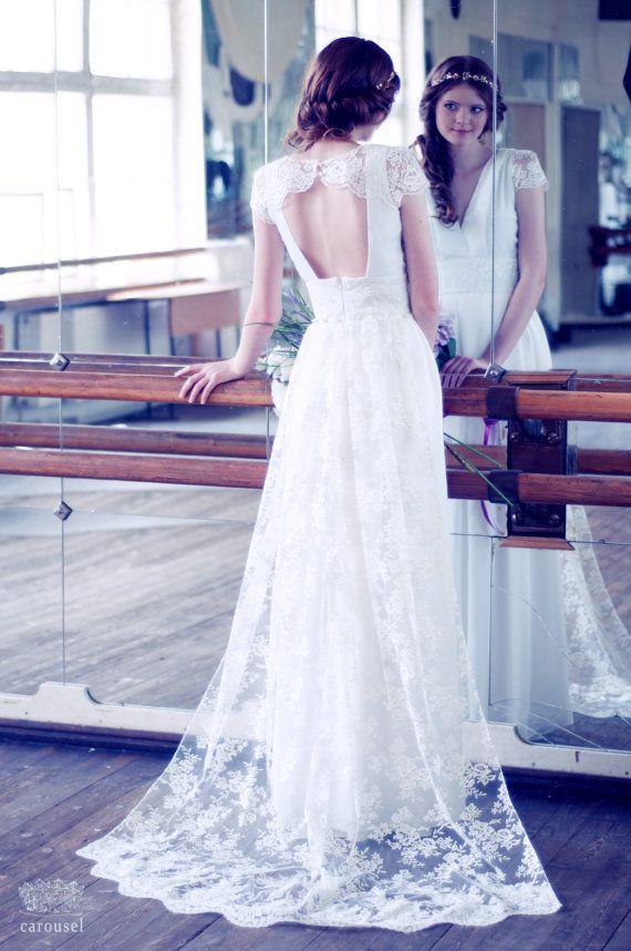 VENTE Dentelle et de soie de mariage robe avec par CarouselFashion