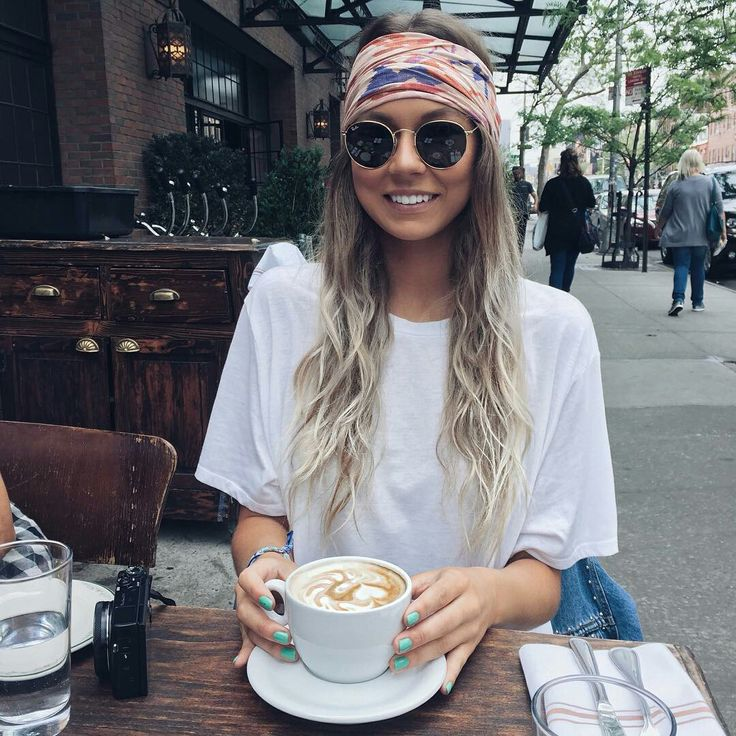 perfect look for getting out of bed and grabbing coffee with a friend, for extra fashion points match your shoes to a specific color in the headband